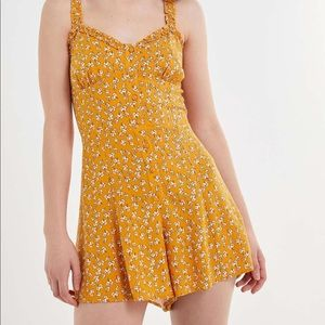 urban outfitters yellow floral romper💛